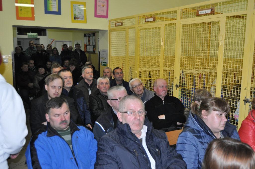 Spotkanie przedstawicieli Urzędu Gminy Zakrzew z mieszkańcami wsi Janiszew w Publicznej Szkole Podstawowej w Janiszewie